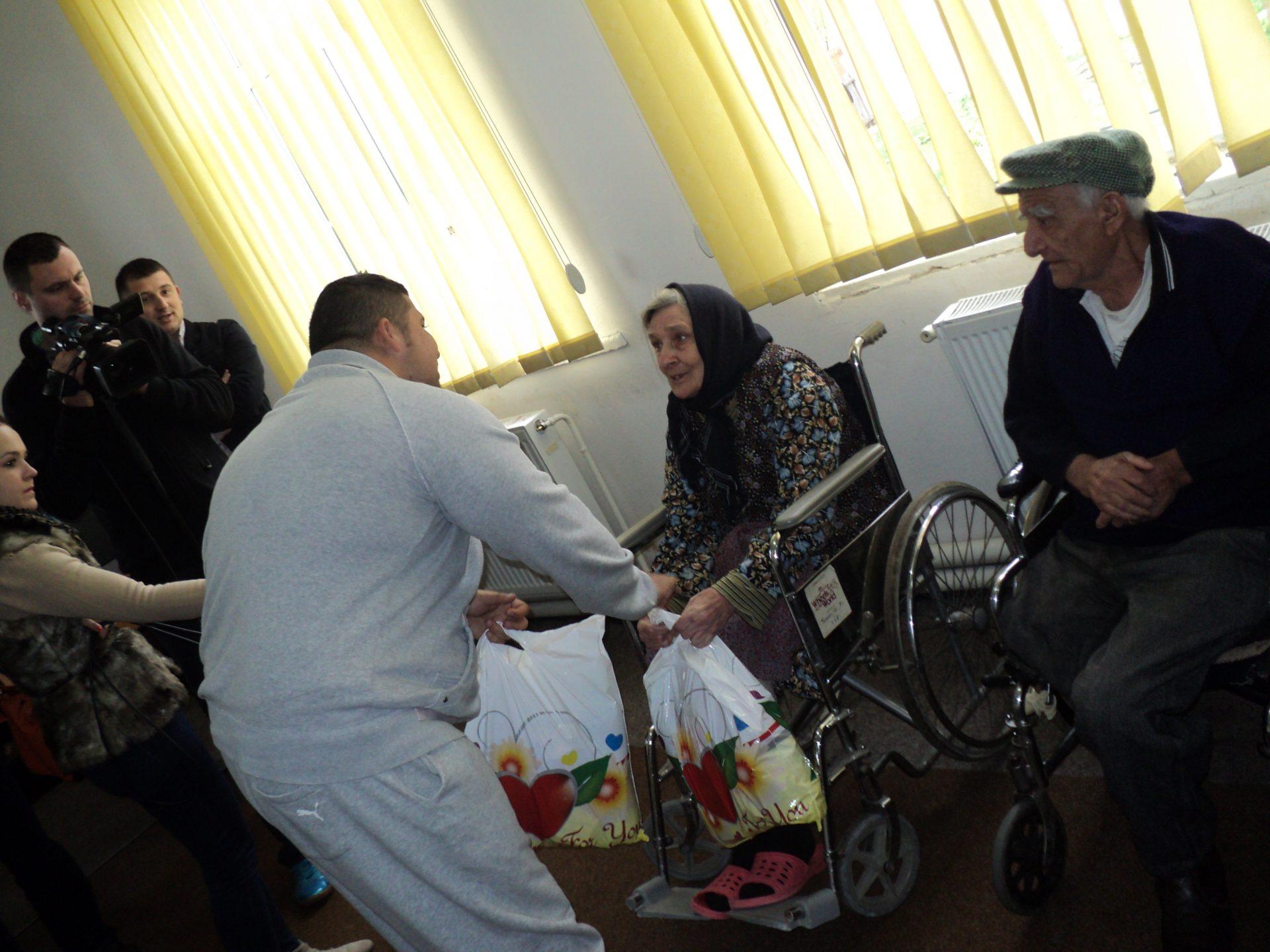 Pensionarii italieni, preocupaţi de căminele de bătrâni din Mehedinţi