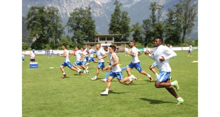 Jucătorii Craiovei au revenit în ţară