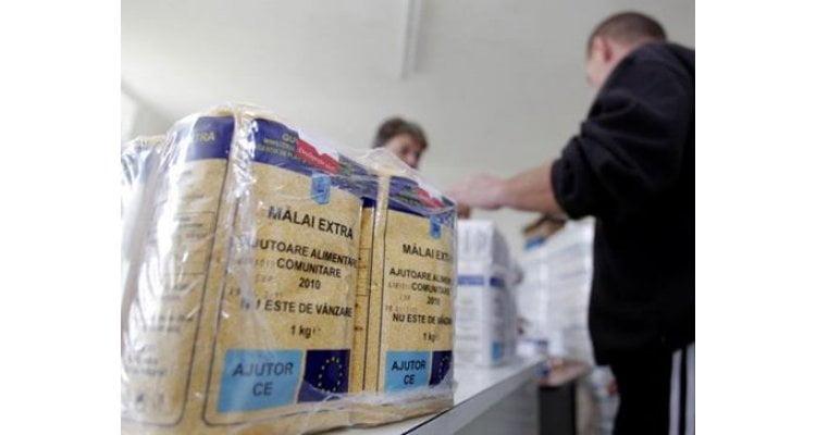 Continuă distribuirea pachetelor cu alimente pentru persoanele defavorizate