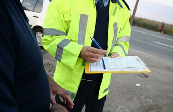 Poliţiştii locali au dat 90 de amenzi