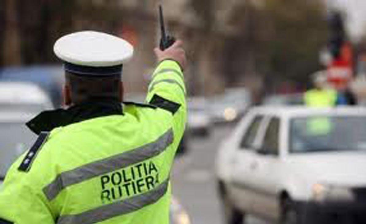 Doi polițiști de la Rutieră au luat cafteală de la un derbedeu