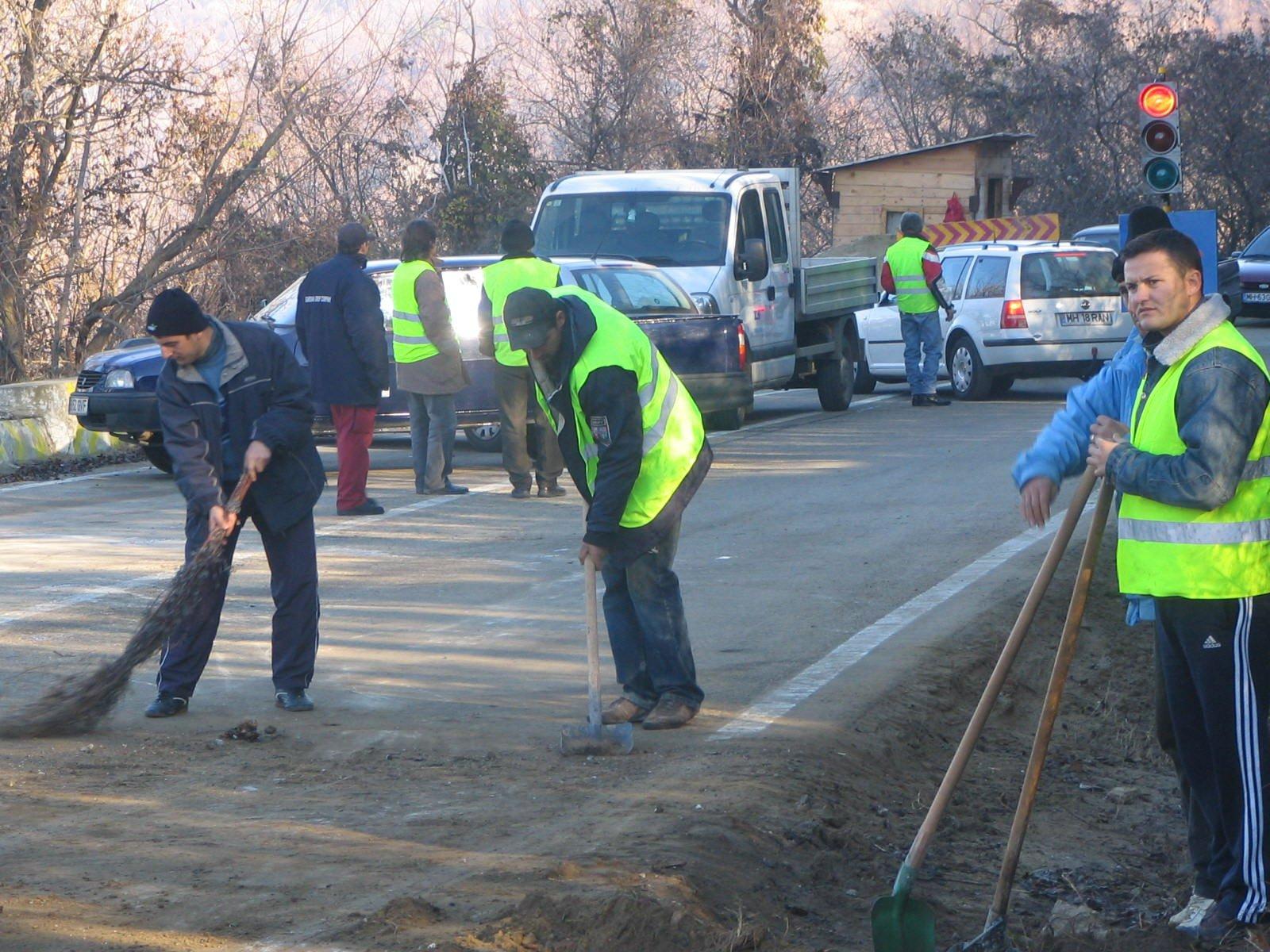 Mehedinţi: Se asfaltează drumuri judeţene la Șovarna şi Bala