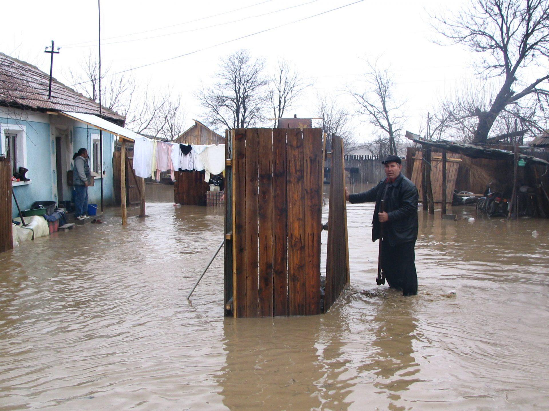 Crucea Roşie Mehedinţi solicită ajutor pentru sinistraţii din Macedonia