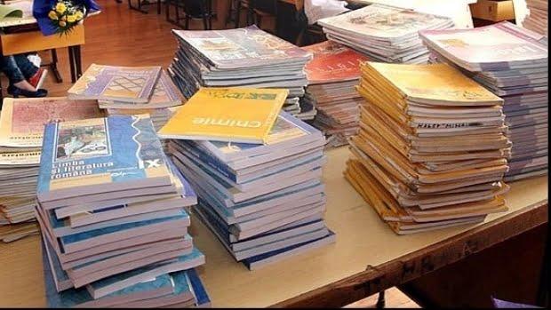 Abateri de la programa şcolară şi un număr mare de greşeli lingvistice, în manualul de Istorie de clasa a VI-a