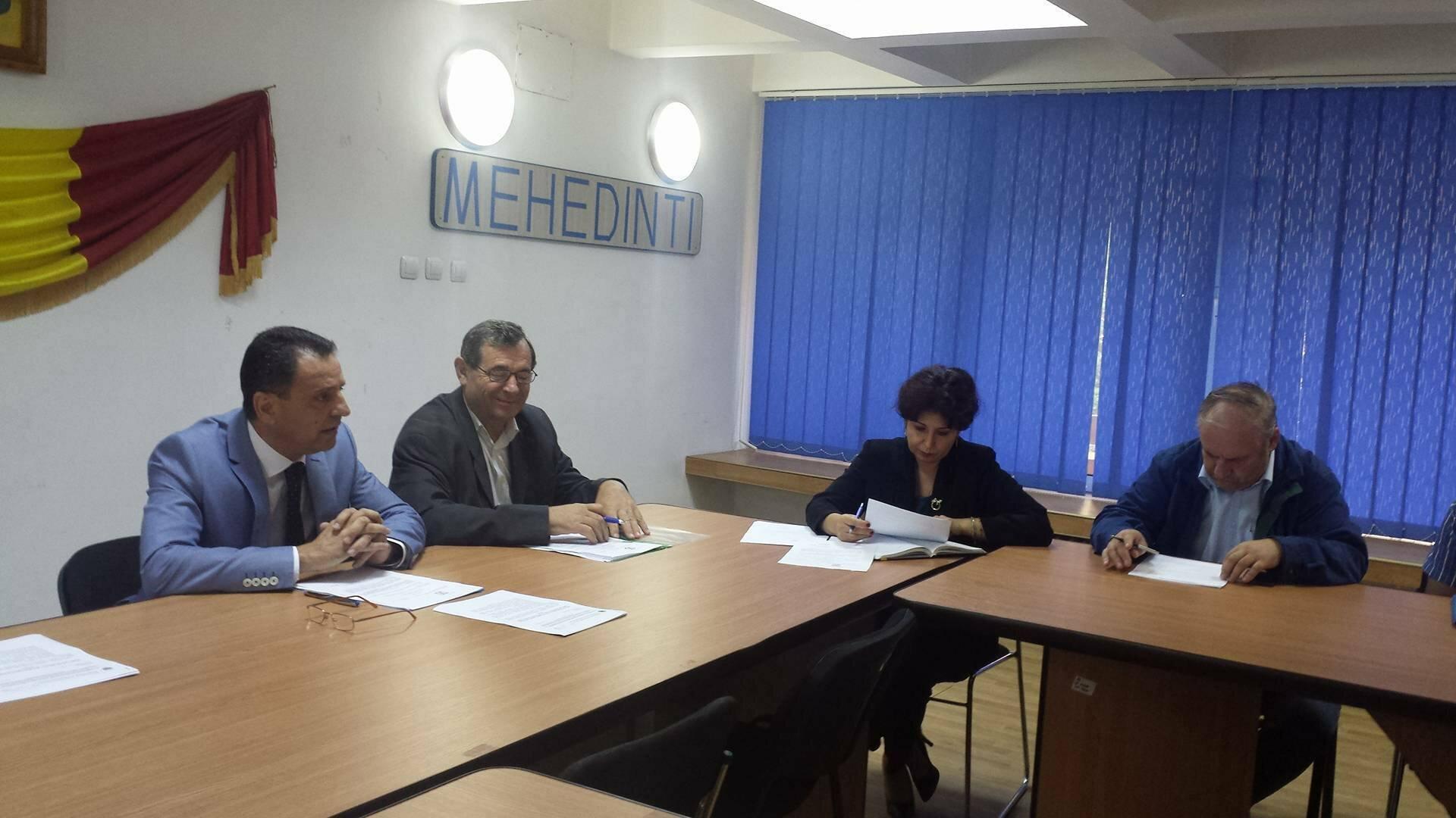 Ce s-a discutat la Prefectura Mehedinţi în Comisia de Dialog Social