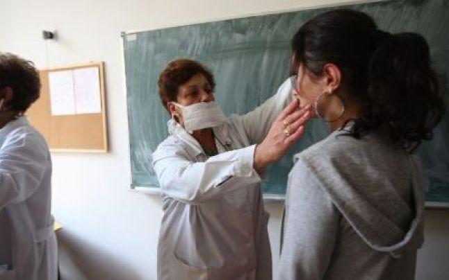 346 de elevi olteni, depistaţi cu boli infecţioase