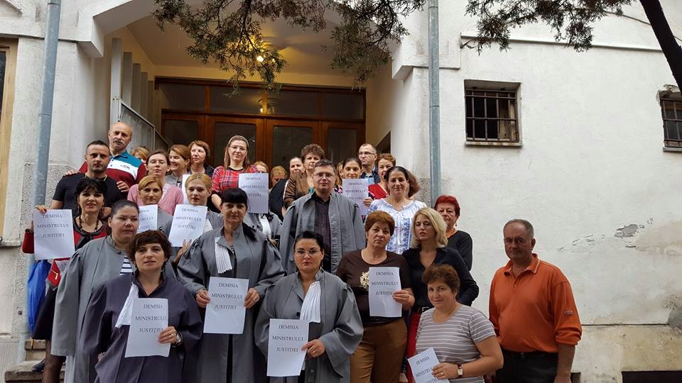 Proteste la Judecătoria Slatina