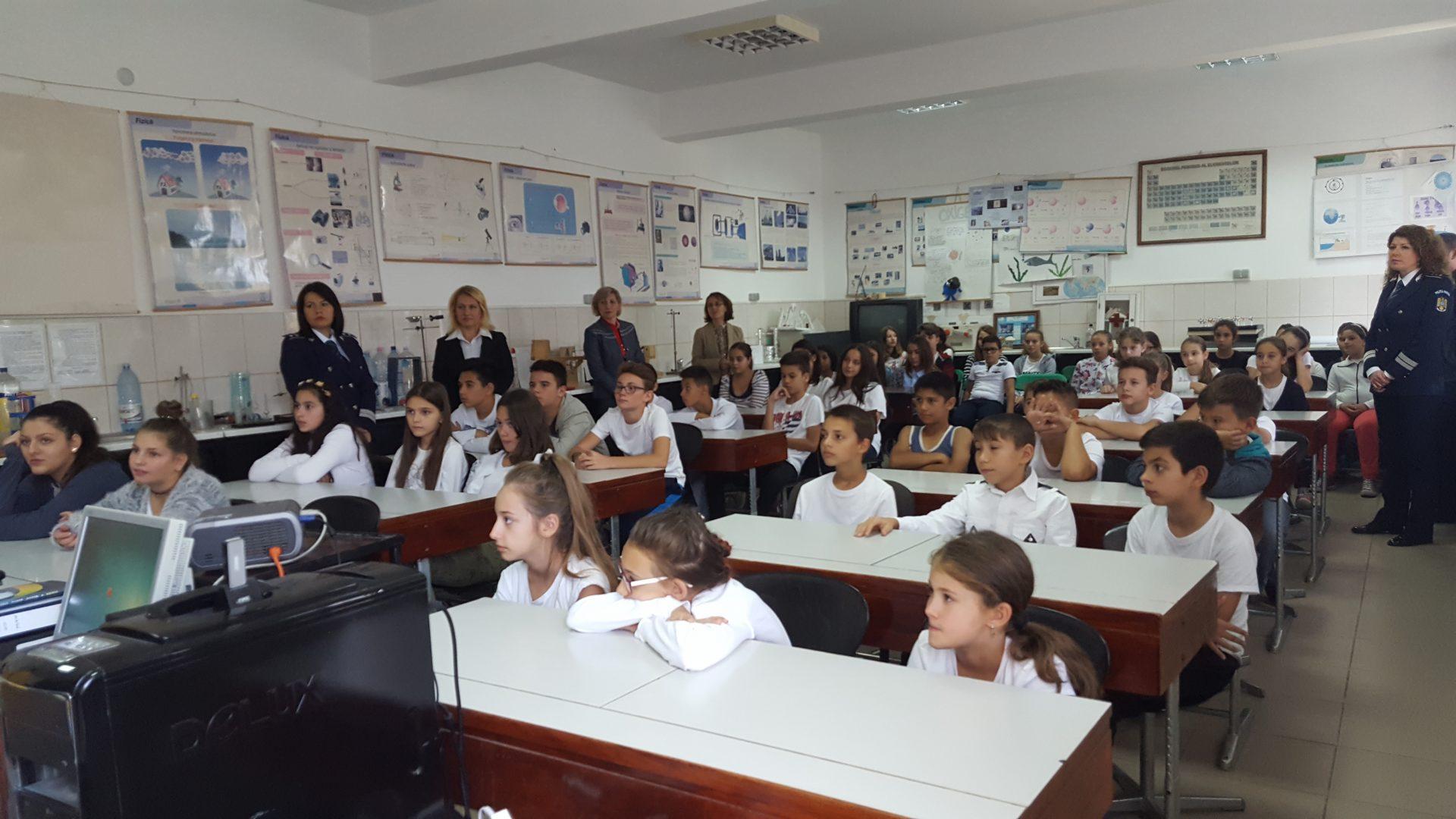 Prevenirea criminalității, subiect de dezbatere în școlile craiovene