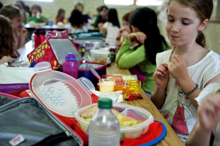 Cinci şcoli din Oltenia, în Programul masă caldă pentru elevi