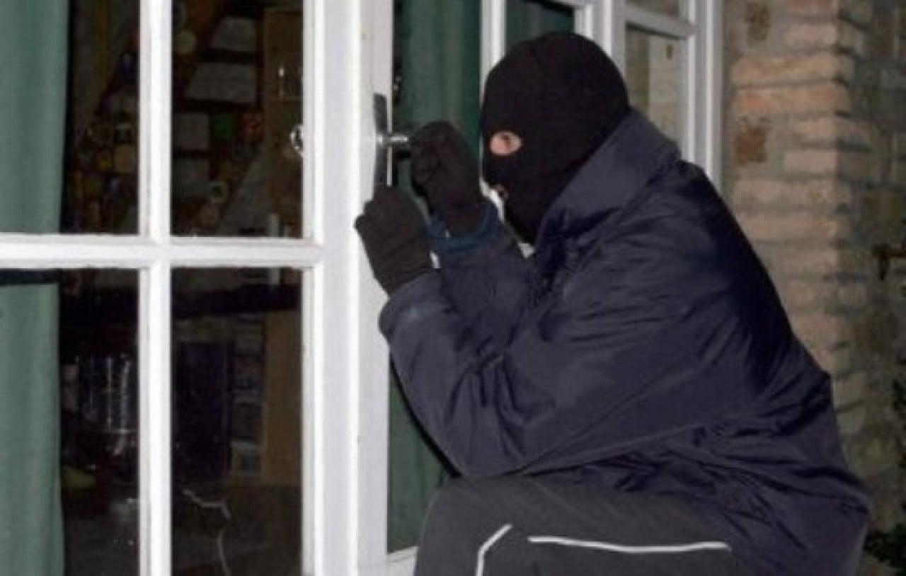 S-a ales cu dosar penal după ce a furat din beciul unei locuințe