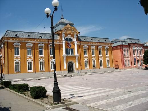 Primăria Caracal aşteaptă bani de la Guvern pentru reabilitarea a două cartiere şi a 20 de străzi