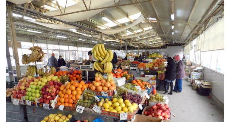 Tombolă cu premii pentru pensionarii olteni care cumpără legume de la producătorii autohtoni
