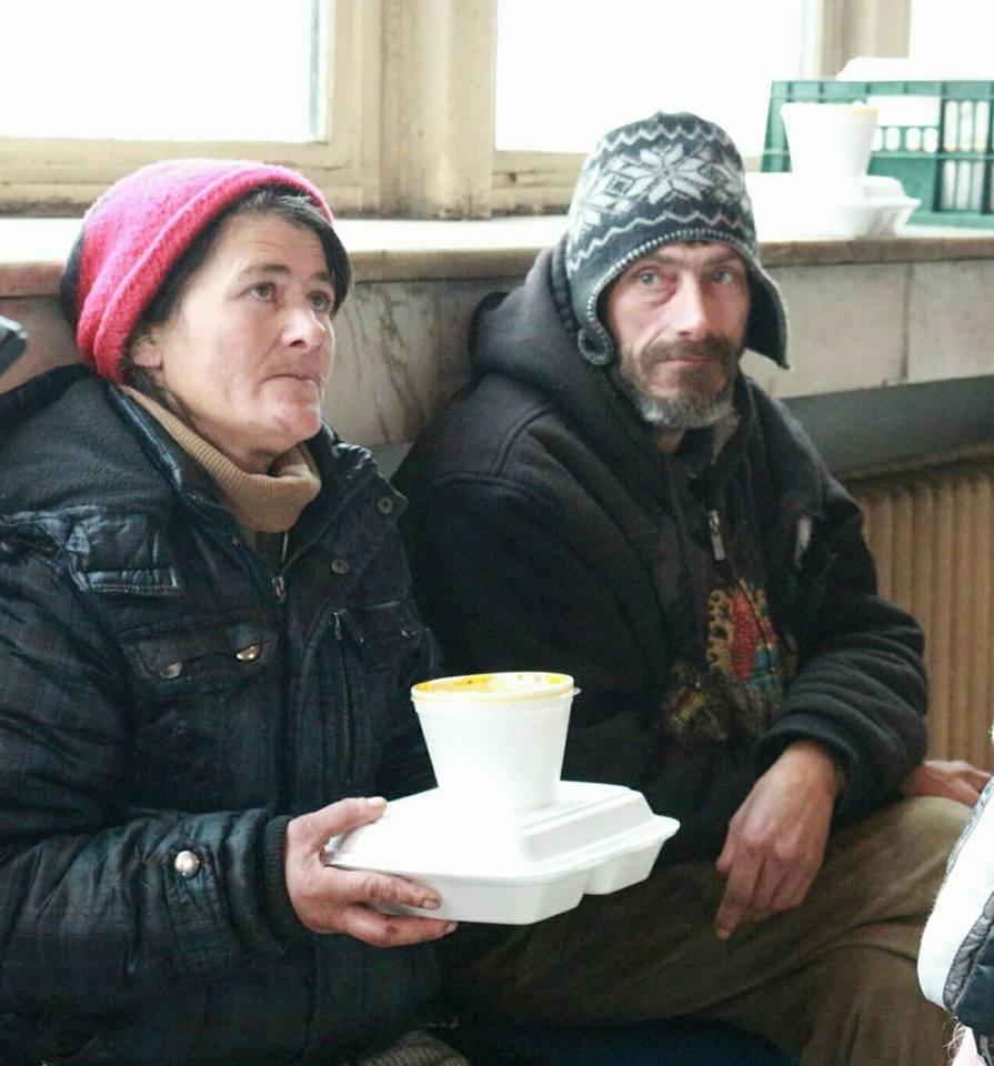 Masă caldă pentru 15 persoane fără adăpost
