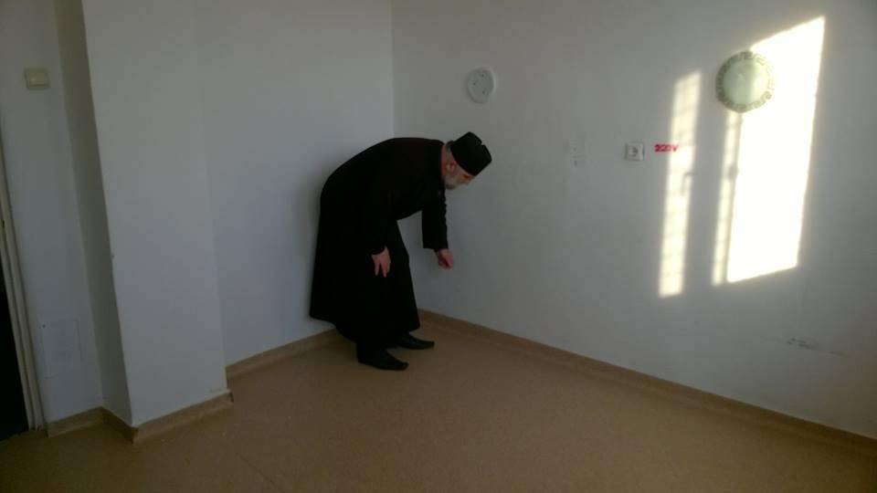 Un preot din Caracal organizează un târg caritabil pentru dotarea Secţiei de Pediatrie a Spitalului Municipal