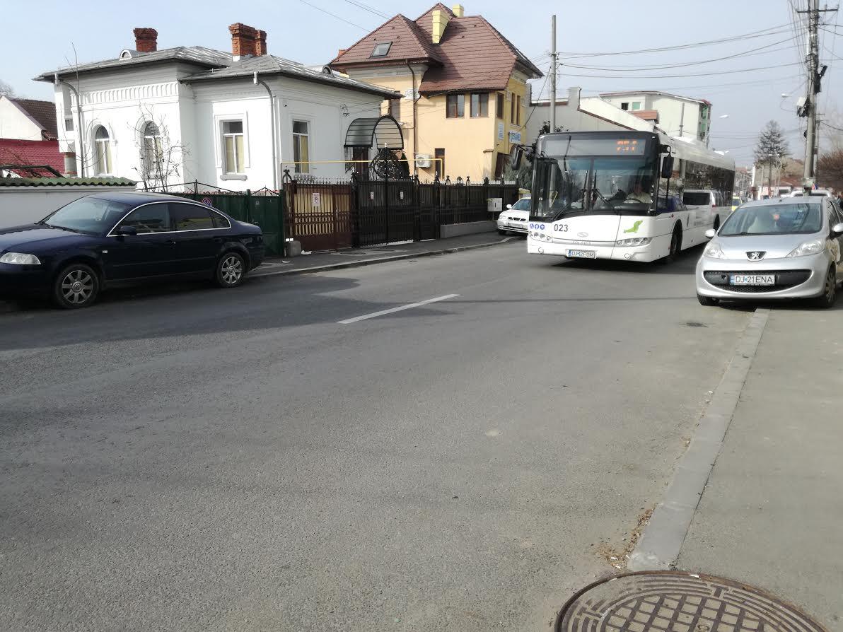 Craiova. Bătrână lovită de autobuz, pe trecerea de pietoni
