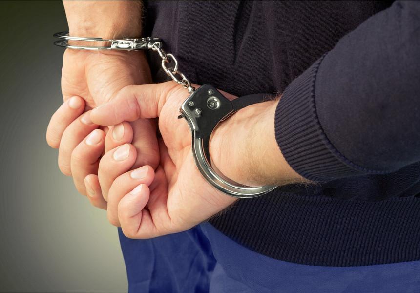 Condamnați la închisoare, băgați după gratii