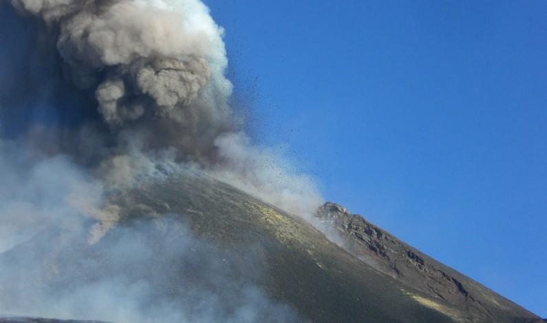 Cel puțin 10 răniți în urma erupției Vulcanului Etna