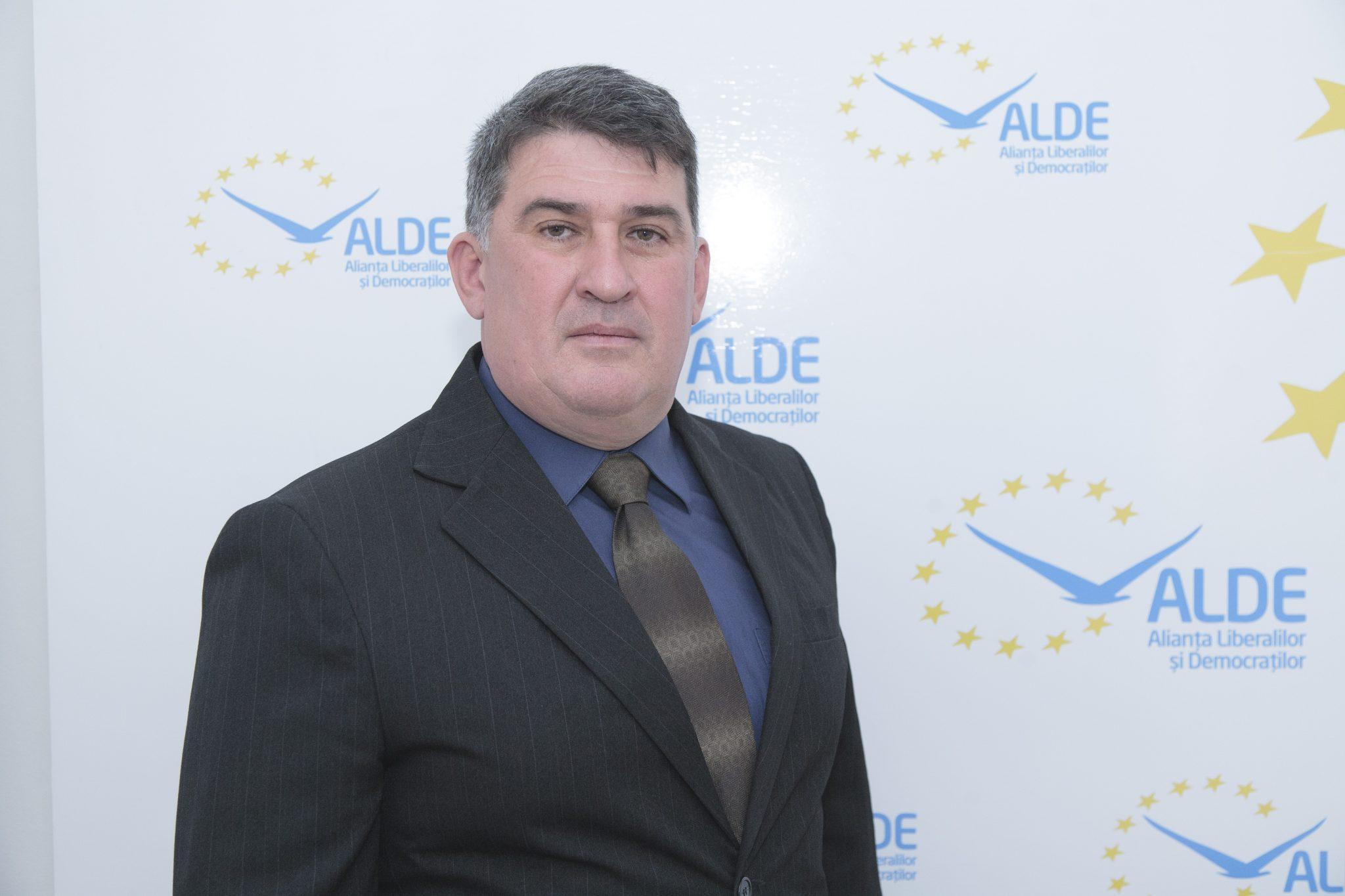 """ALDE DOLJ: Învățământul profesional poate rezolva """"criza de meseriași"""""""