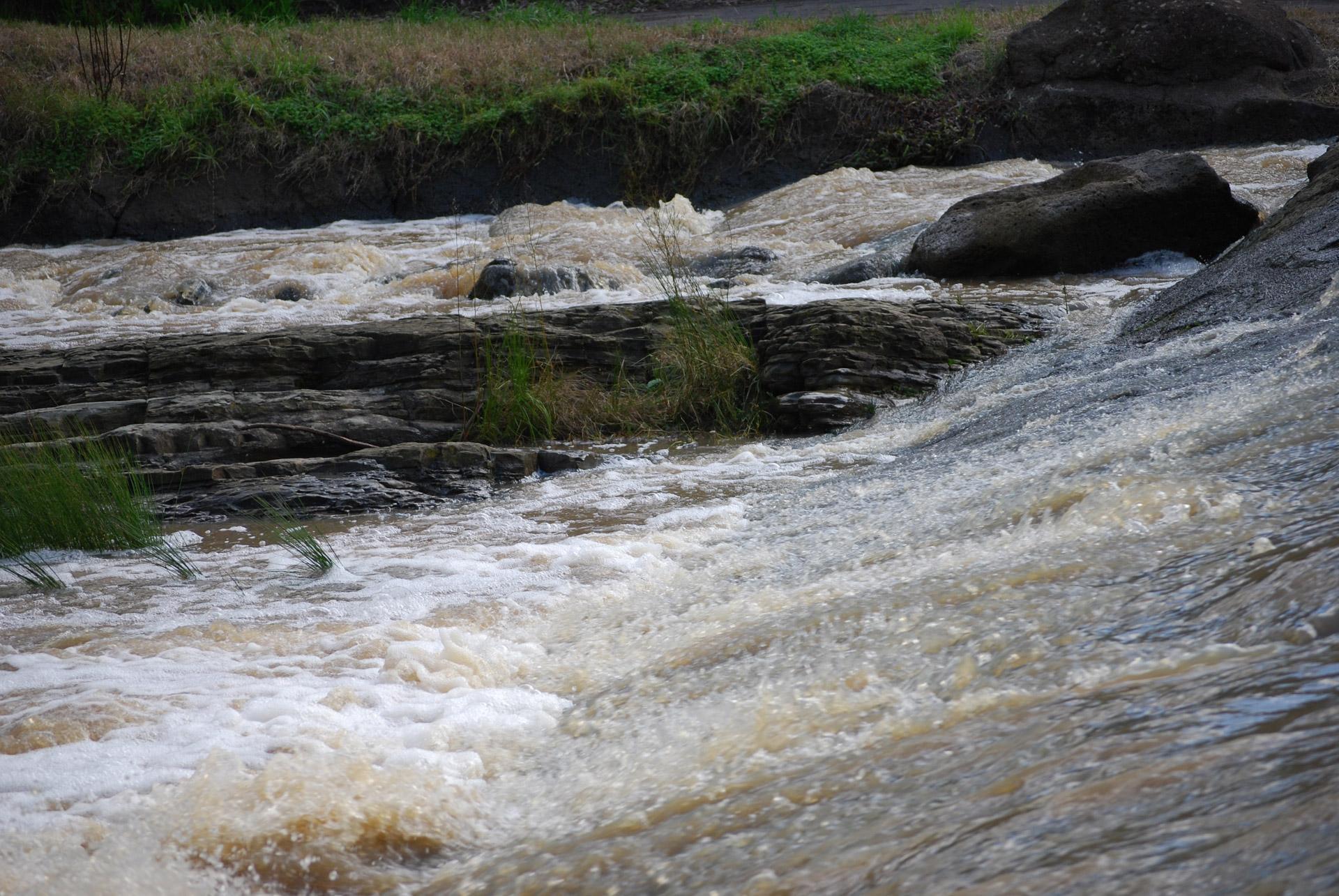 Drumuri inundate, in Olt
