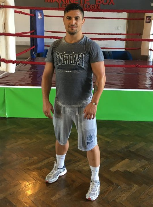Slatina: Fostul boxer Leo Marinete, trimis în judecată pentru şantaj