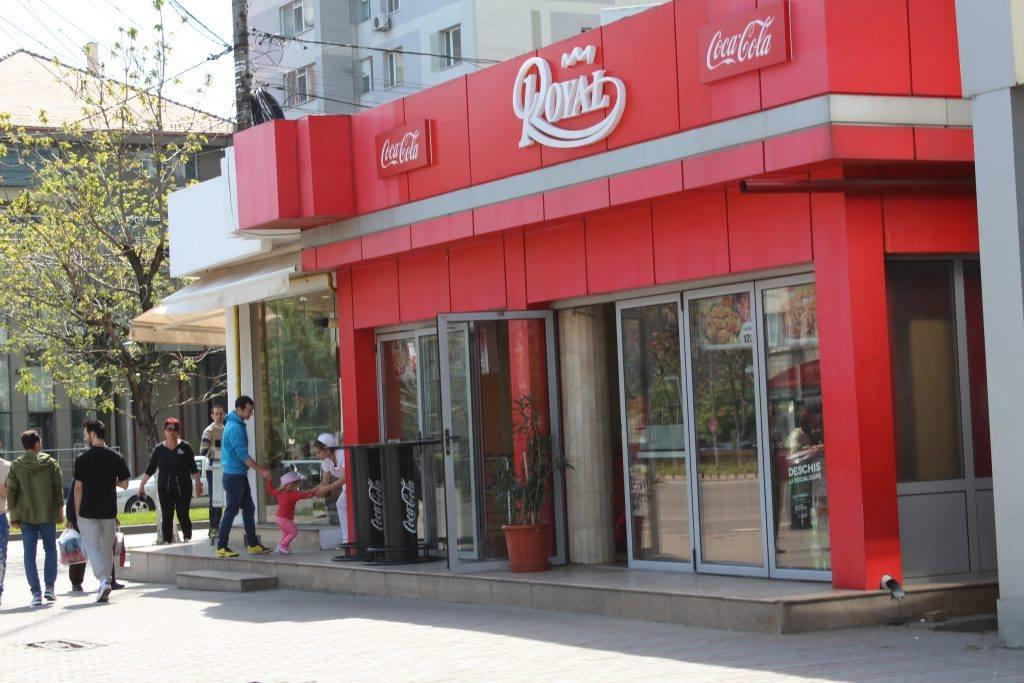 Fast-food-ul din Slatina, închis din nou de DSVSA Olt, după noi rezultate neconforme