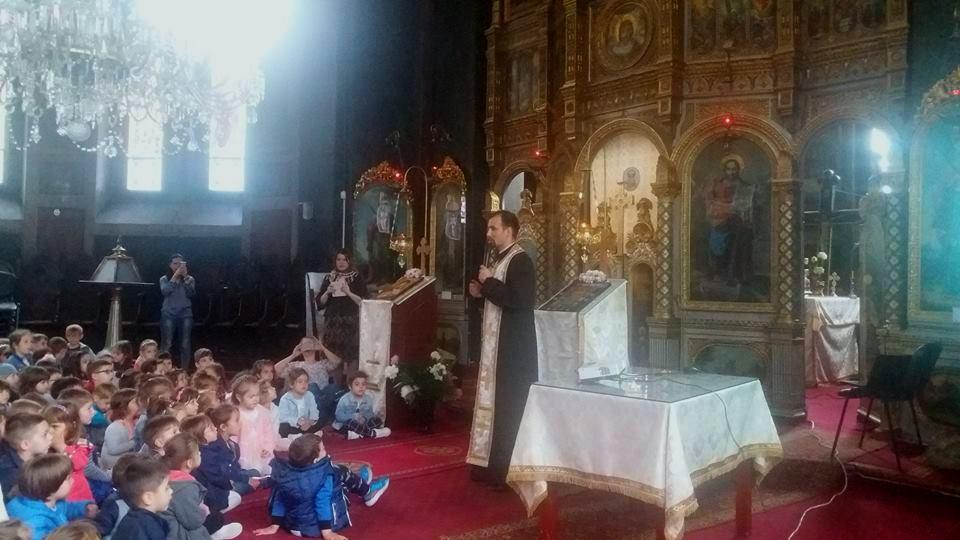 """Copiii de la Grădinița """"Sfânta Lucia"""", la Biserica """"Sfântul Ilie"""" din Craiova"""