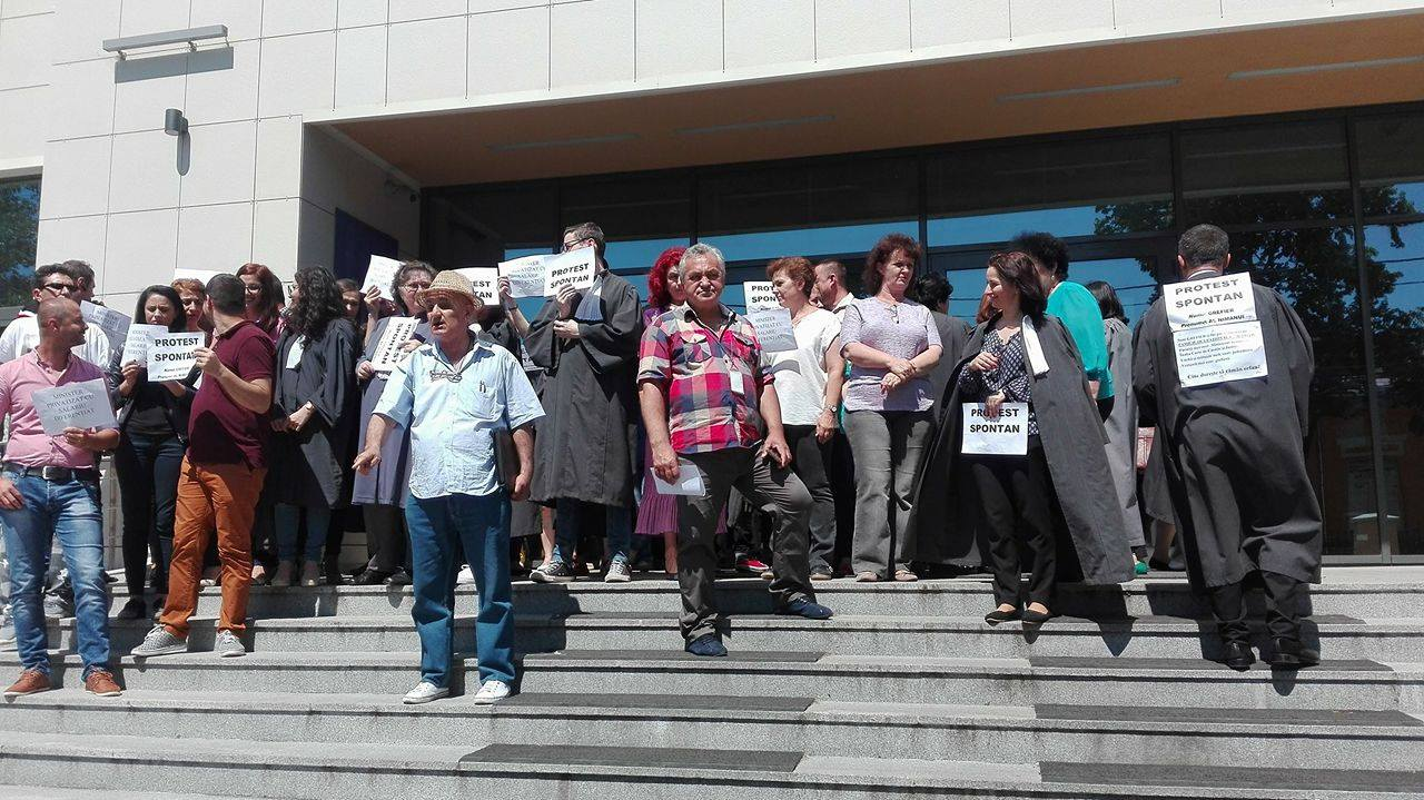 Protest la Tribunalul Dolj