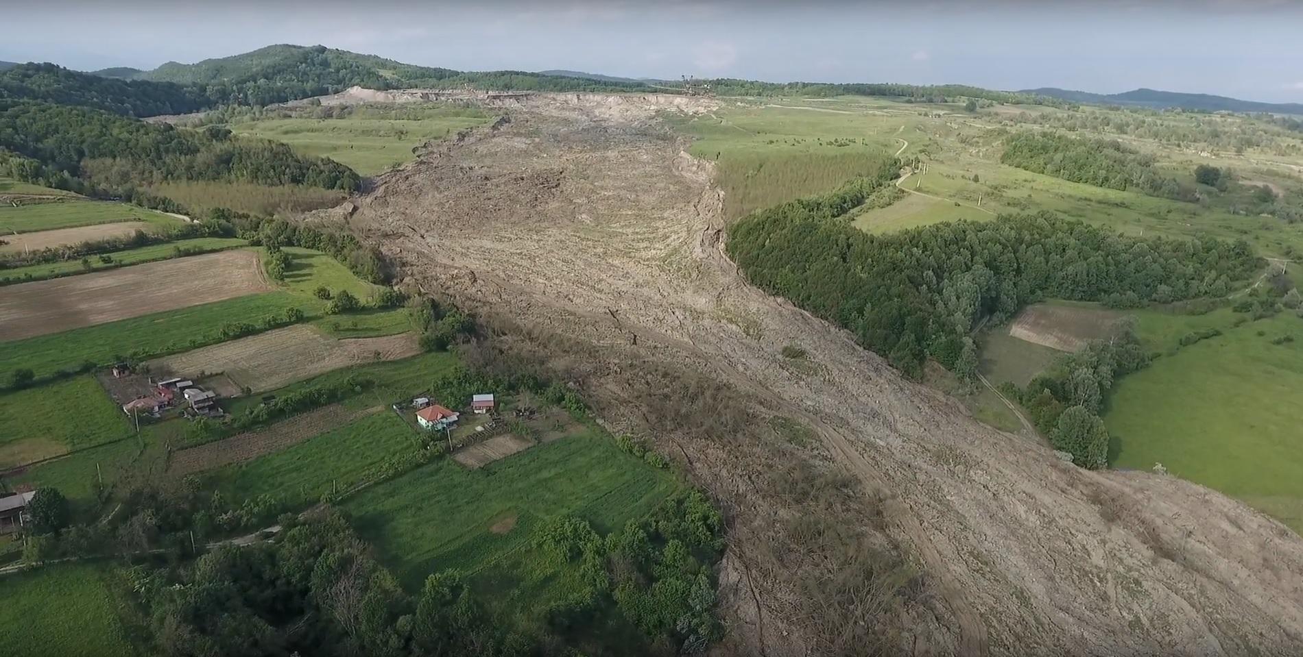 Zeci de alunecări de teren în acest an