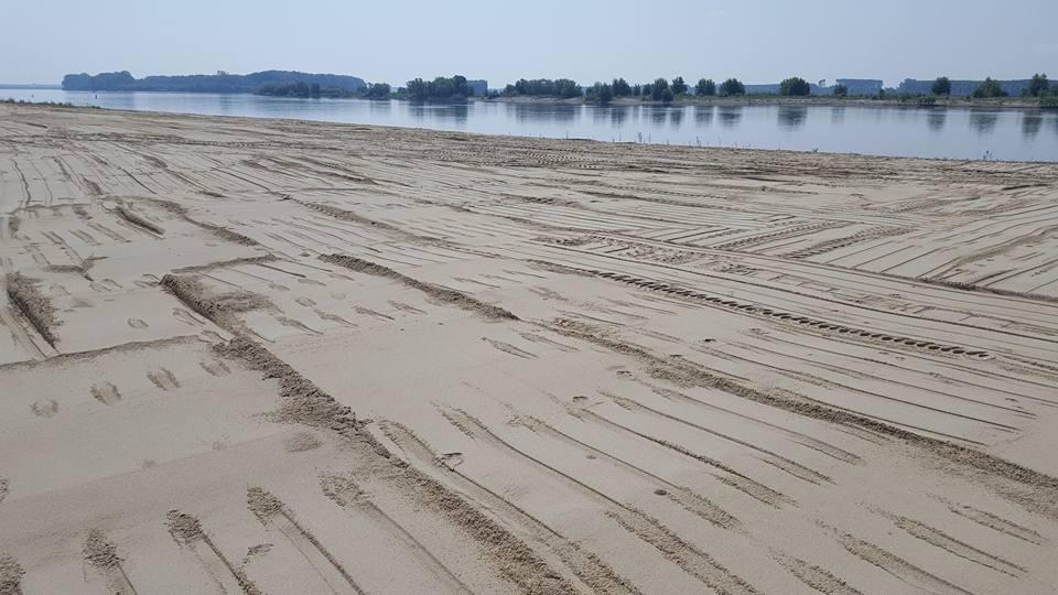 Olt: Faleza Dunării din Corabia, transformată în plajă de doi antreprenori din oraş