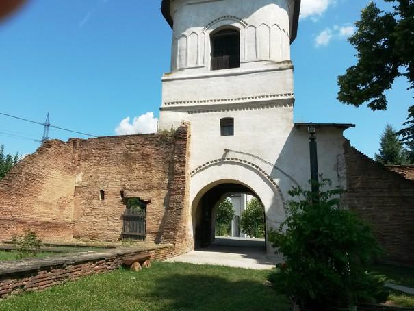Se încearcă reabilitarea a zece biserici-monument istoric