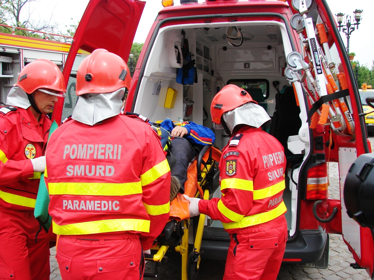 Scorniceşti: Un tânăr a murit după ce a făcut infarct, la volan