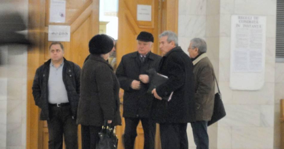 """Inculpaţii din dosarul """"Mafia de la FC Caracal"""", condamnaţi cu suspendare. Fostul primar, muncă în folosul comunităţii"""
