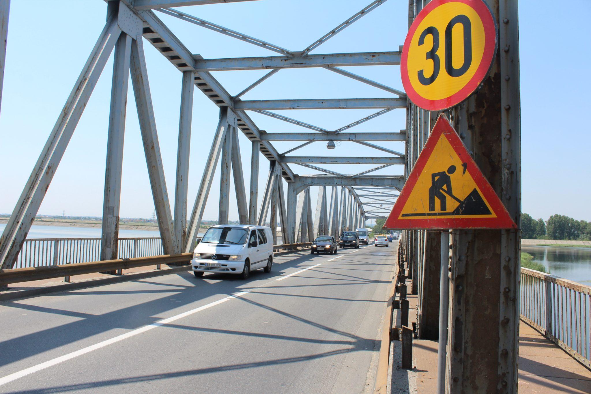 Slatina: Lucrările de reparaţie a gropilor din Podul Olt ar putea începe după 20 iulie