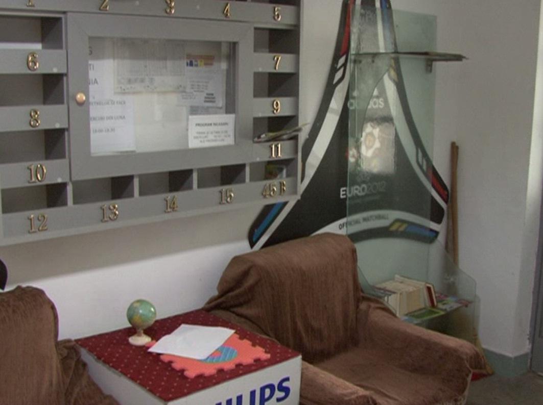 Sala de lectură din scara blocului