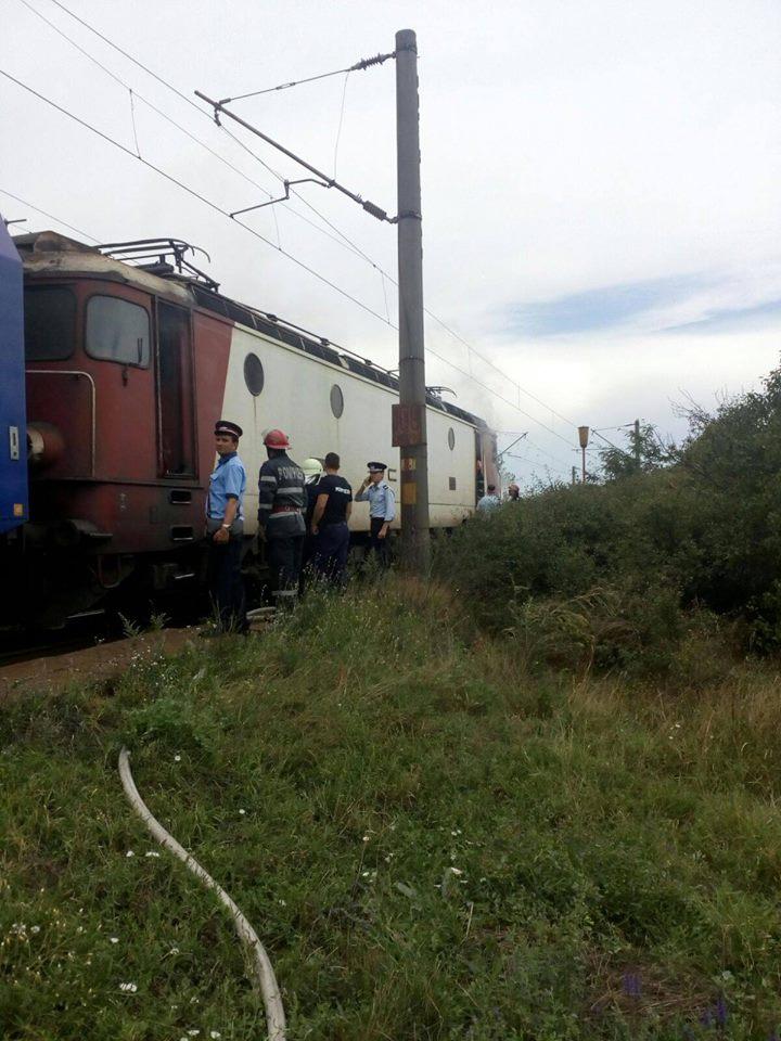 Dolj: Au oprit trenul după ce au observat că ieșea fum din el