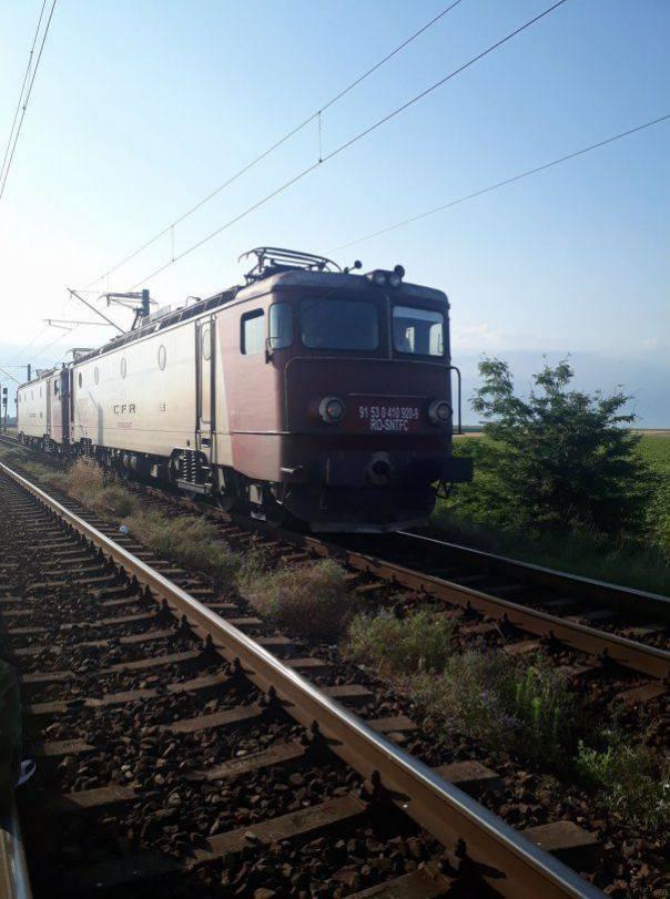 Locomotiva unui tren personal a luat foc în timp ce se afla în mers