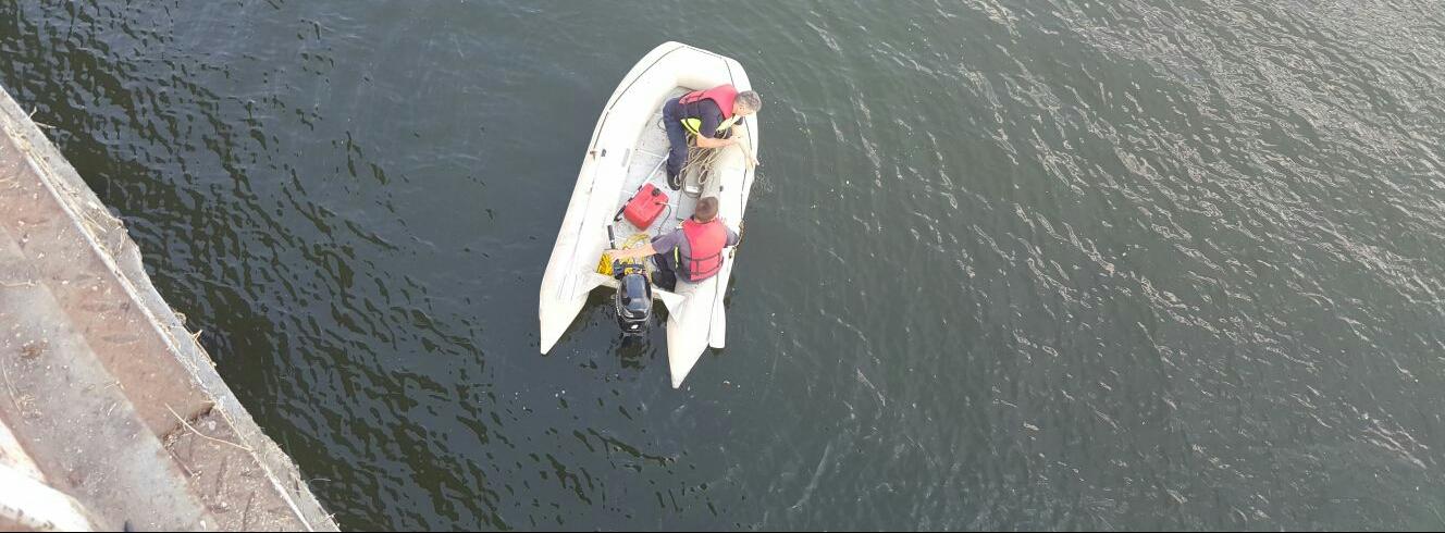 Video/Căutat de scafandri și cu elicopterul SMURD după ce s-a aruncat de pe Podul Olt