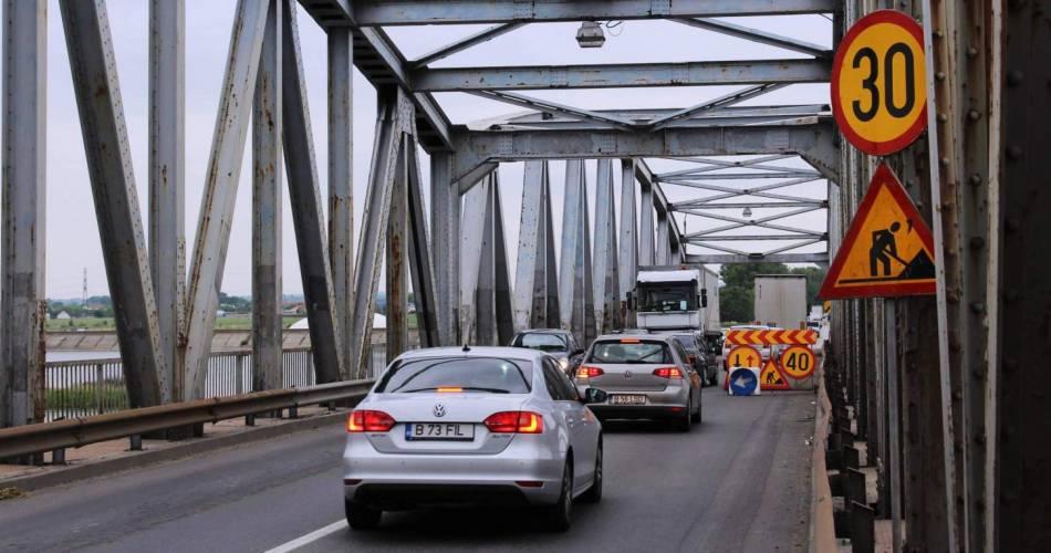 Circulație fără restricții pe podul de peste Olt, începând de la prânz