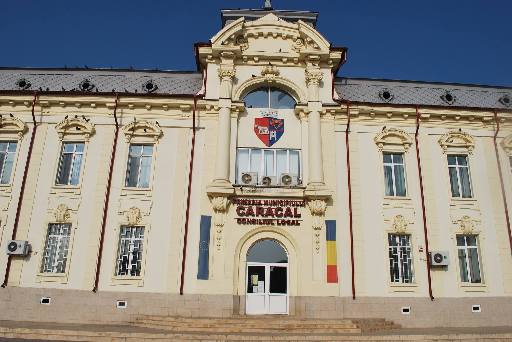 Fostul primar din Caracal, trimis în judecată alături de alte 23 de persoane, printre care secretarul judeţului Olt