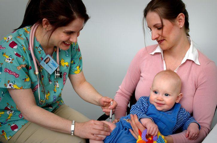 Sute de copii din Olt nu au fost imunizați împotriva rujeolei. Zeci de părinți au refuzat vaccinul