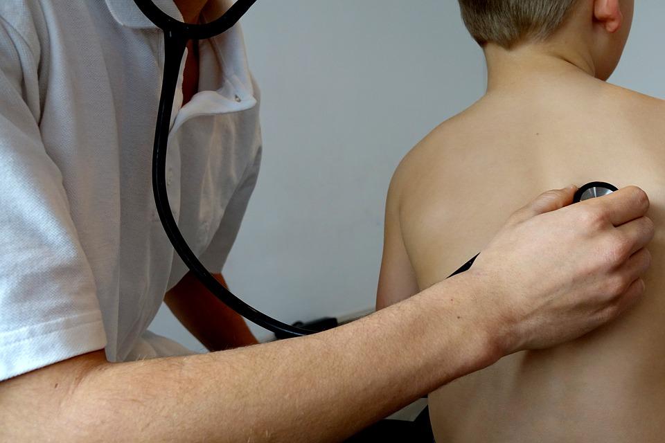 Un singur medic pentru aproape 1.700 de elevi şi preşcolari