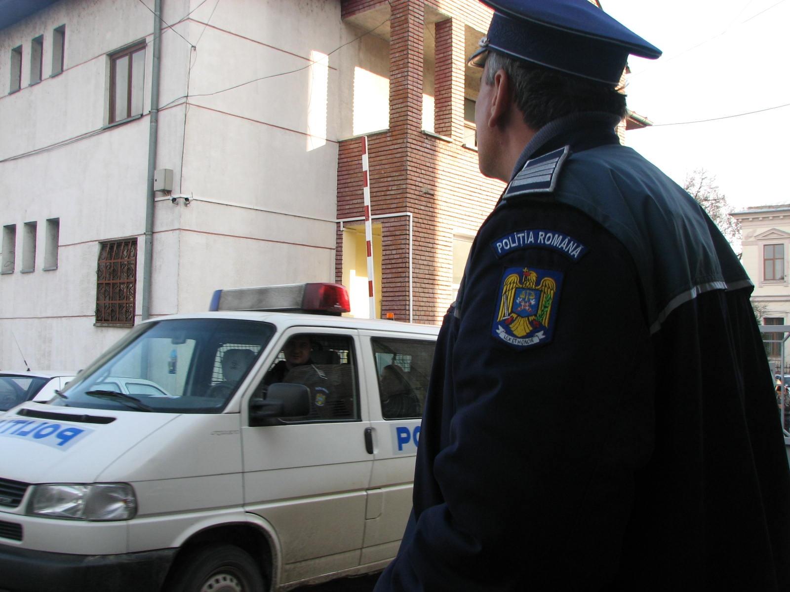 Mehedinți: Percheziții polițienești la hoți de lemne