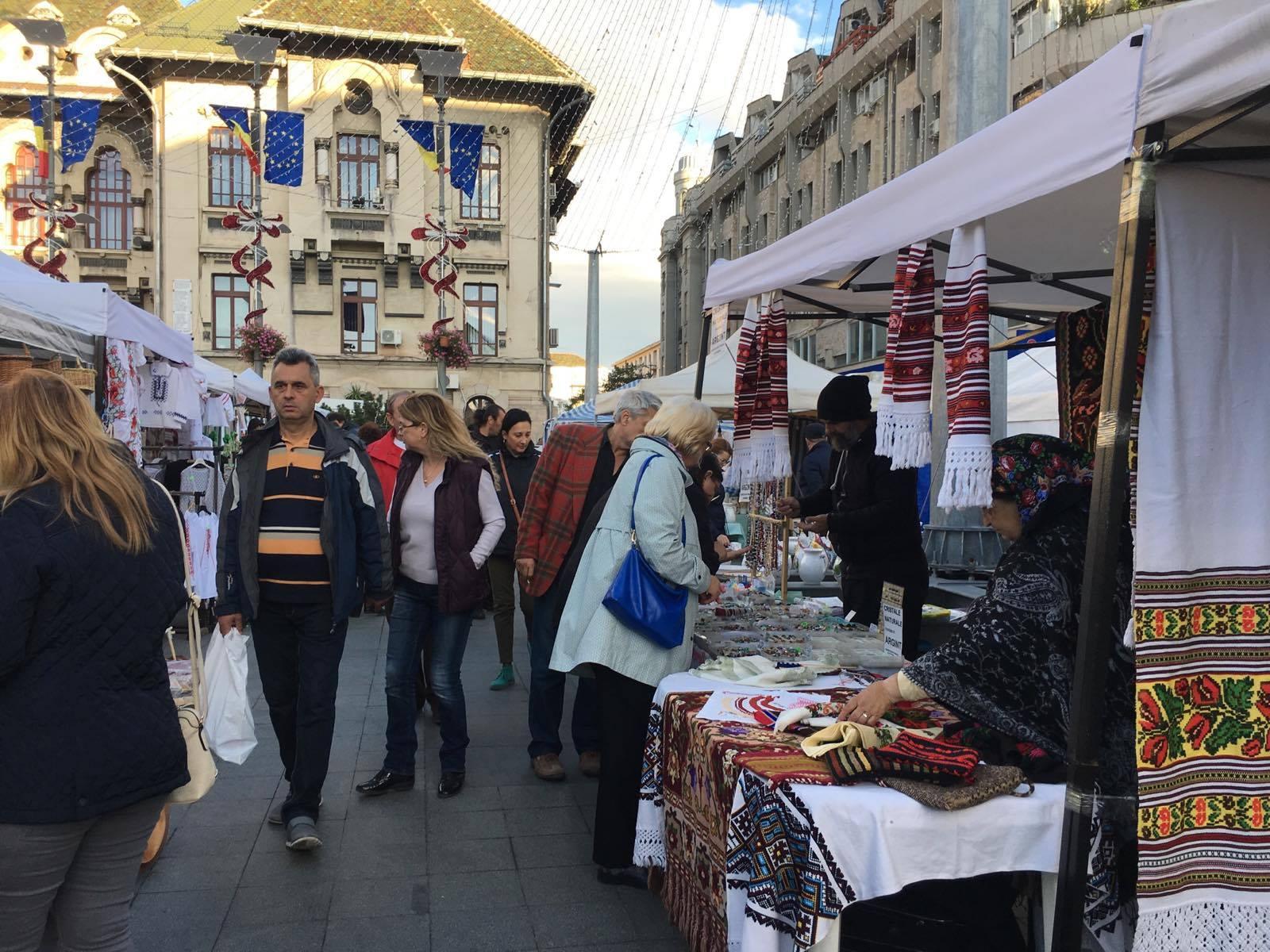 Peste o sută de meşteri populari în centrul Craiovei