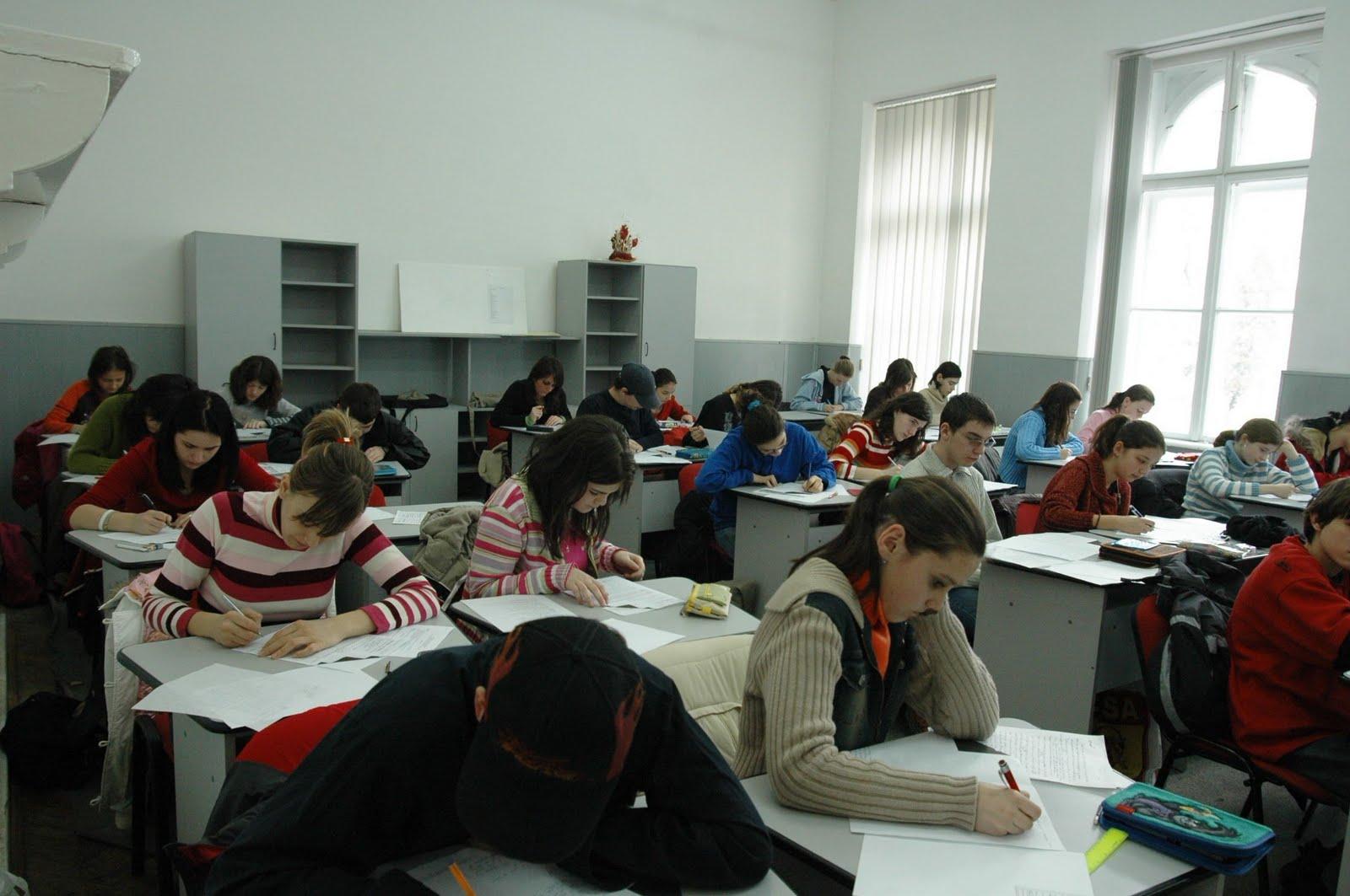 Elevii care au picat la simulări şi alte testări la nivelul şcolii, la pregătire obligatorie