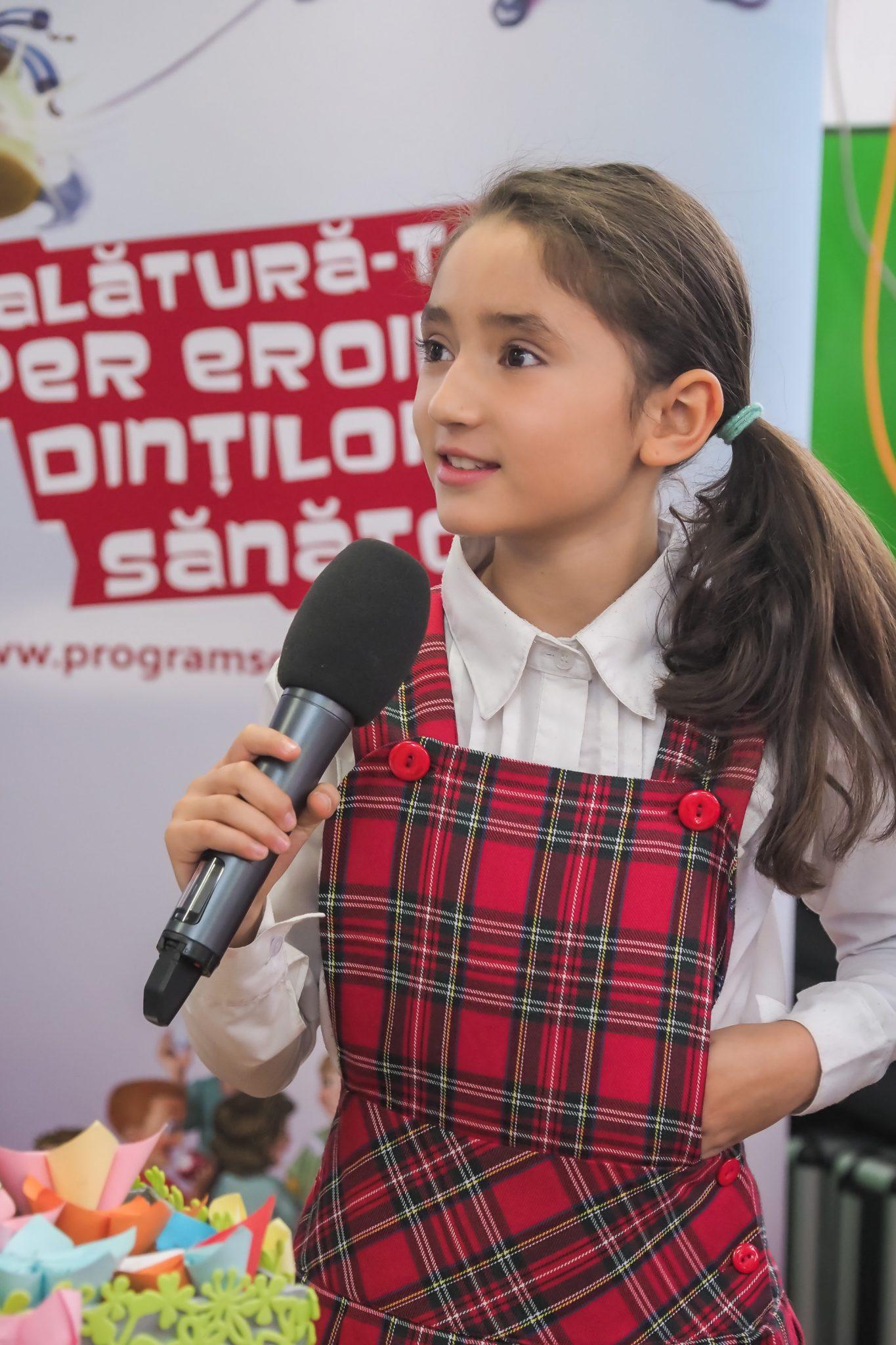 Elevă din Craiova, câștigătoarea unui concurs internațional. Micuța reprezintă România în această competiție