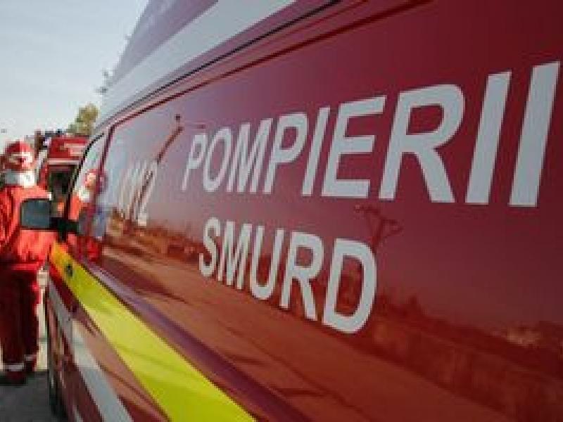 Vâlcea: Bolnavă de 250 de kilograme, transportată la spital cu ajutorul pompierilor din Olt