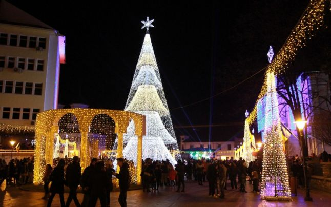 Iluminatul festiv din Târgu Jiu, primele probe