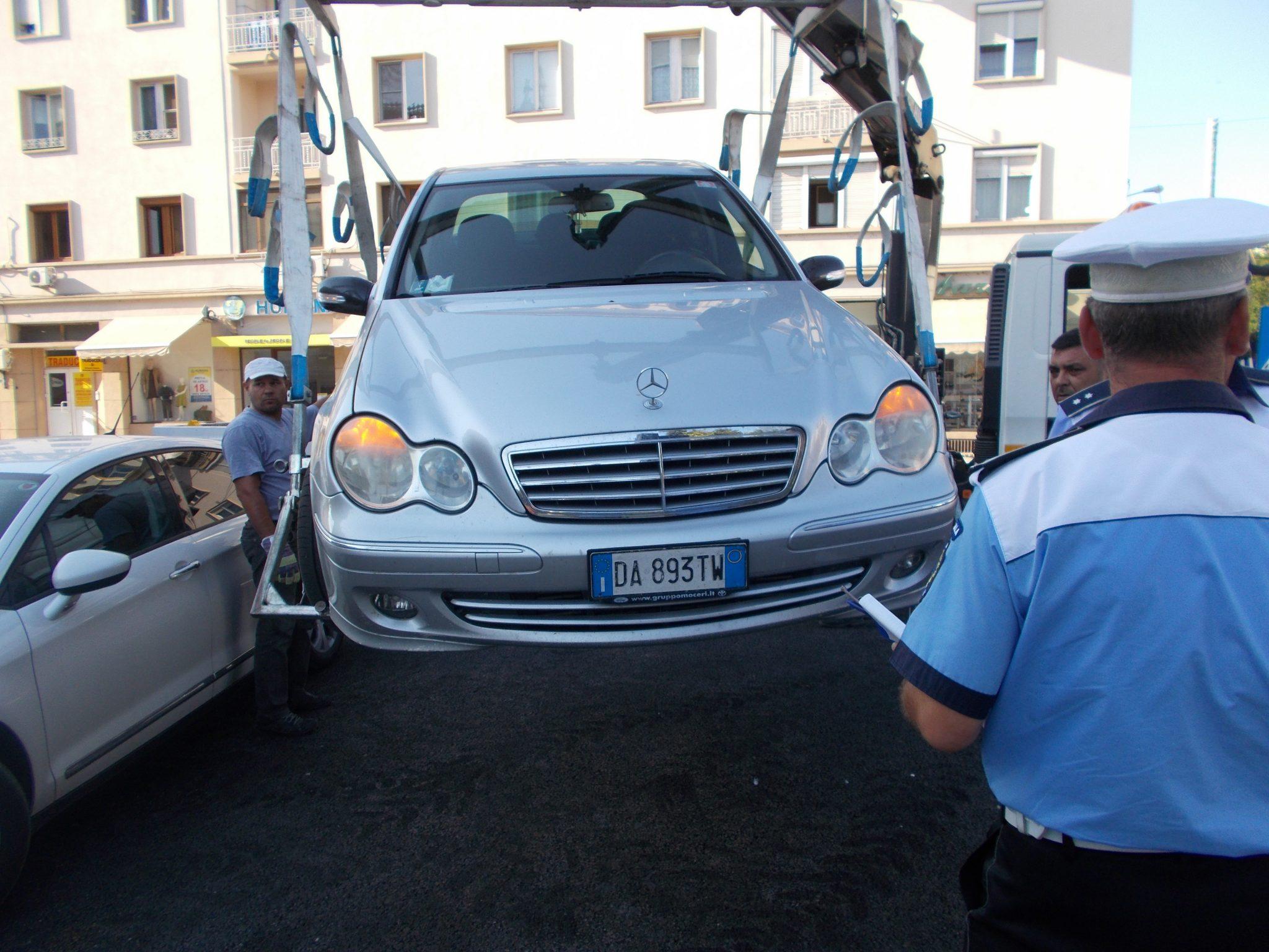 Peste 250 de mașini fără vinietă, ridicate de Poliția Locală Craiova. Amenzi de peste un miliard de lei vechi, într-o singură lună!