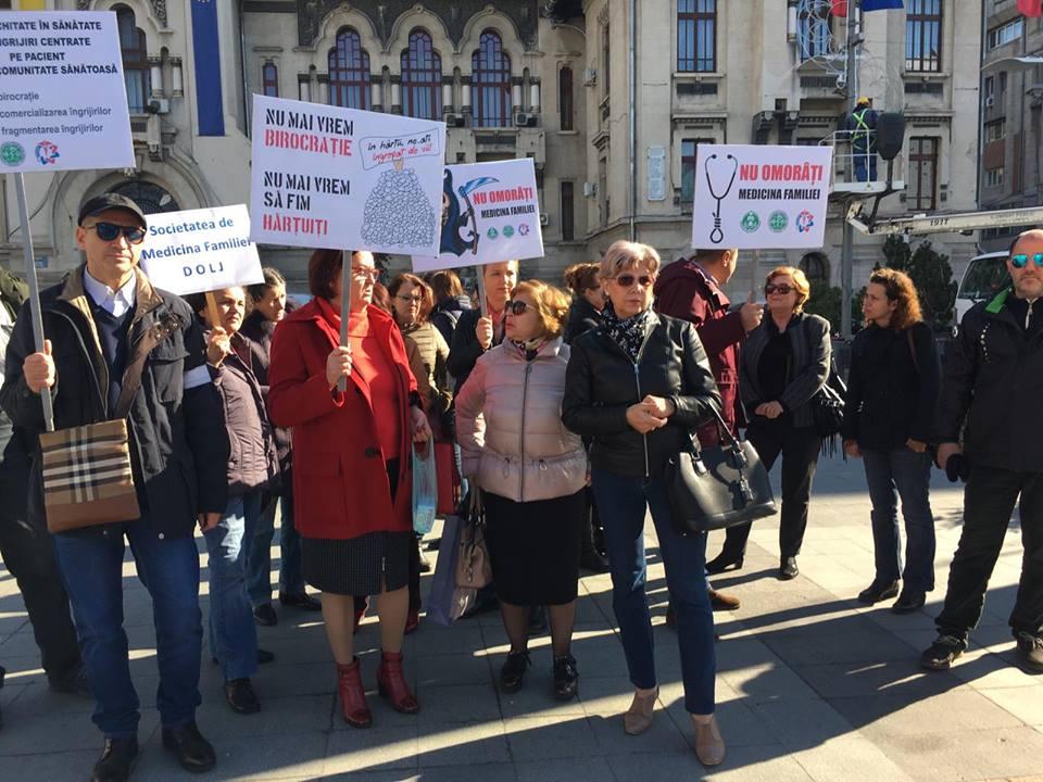 Medici de familie și pacienți din Dolj, la protest în Capitală