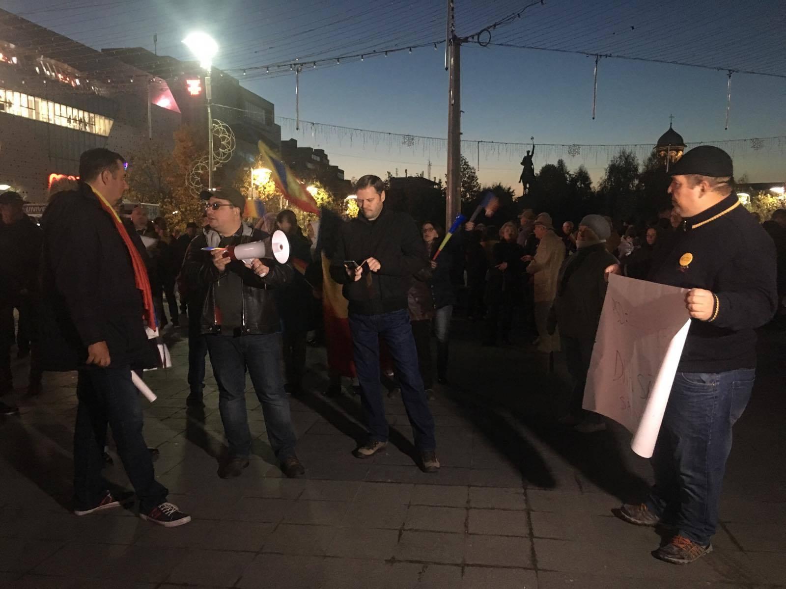 """Când participi la protest, dar nu știi scopul acțiunii: """"Vreau să plece Olguța de la Primăria Craiova!"""""""